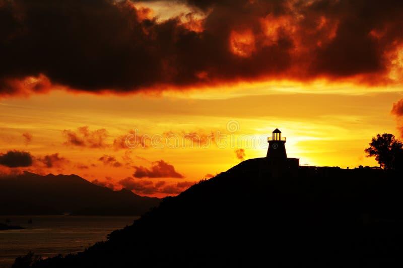 在日落下的灯塔 免版税库存照片