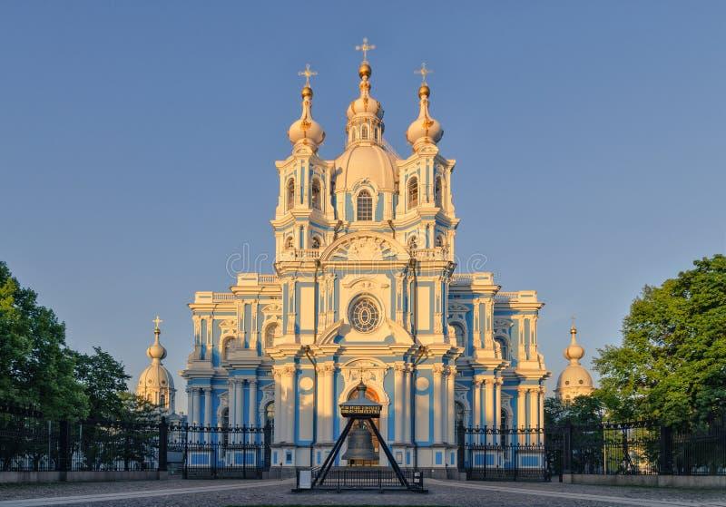 在日落光下的斯莫尔尼宫大教堂 图库摄影