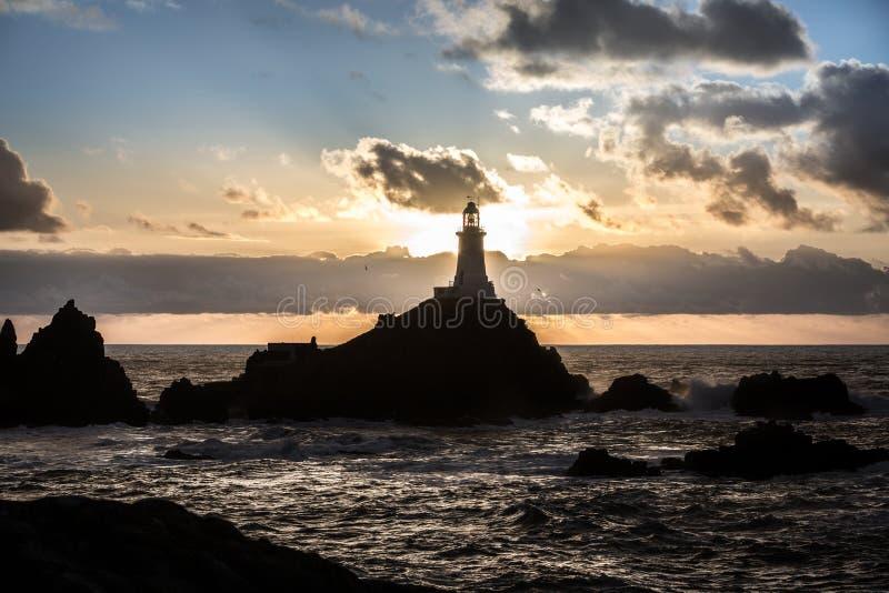 在日落光的灯塔 库存图片