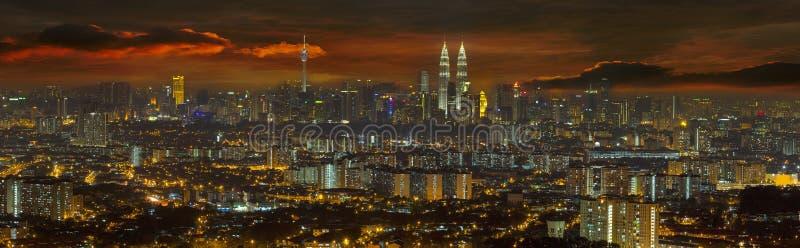 在日落全景的吉隆坡都市风景 免版税库存图片