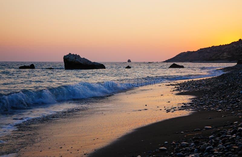 在日落前的塞浦路斯海岸 免版税图库摄影