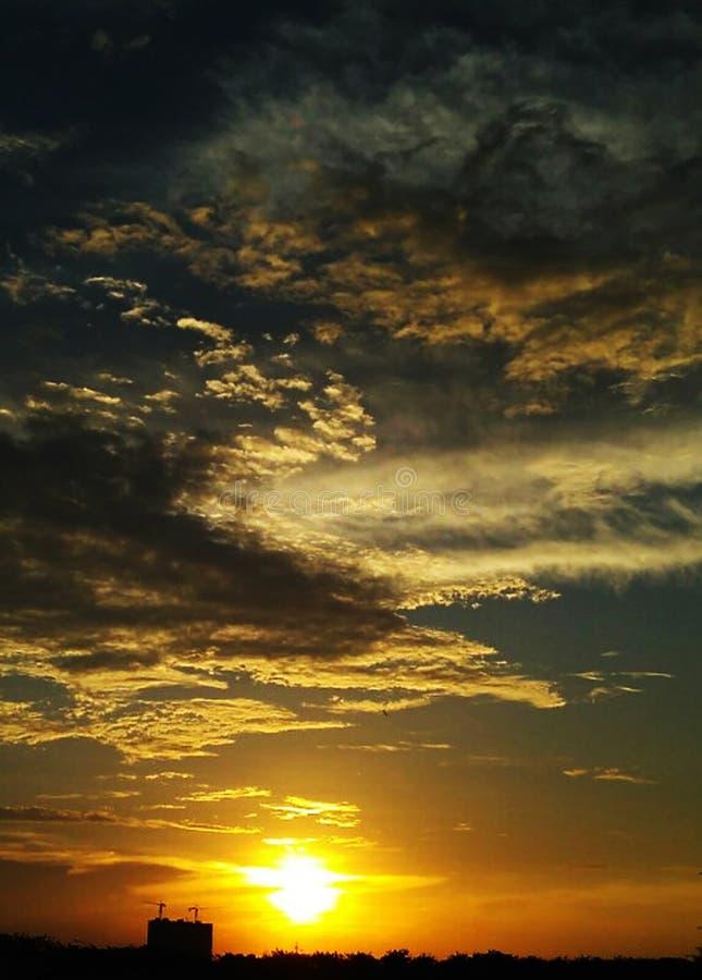 在日落天空potrait的云彩 免版税库存照片