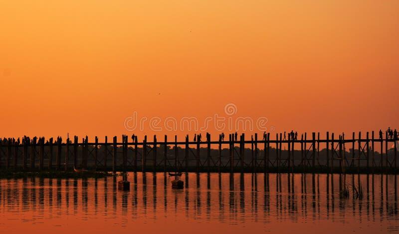 在日落心情的U-beng桥梁 免版税库存照片