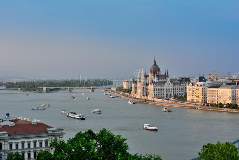 在日落期间的布达佩斯风景 免版税库存照片