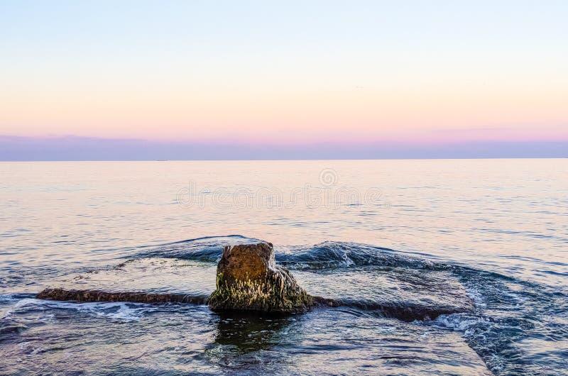 在日落期间的海景在乌克兰的Odesa 免版税图库摄影