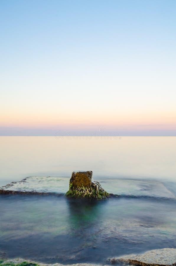 在日落期间的海景在乌克兰的Odesa 免版税库存照片