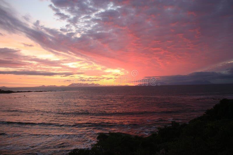 在日落期间的美丽的天空在开普敦南非 免版税库存图片