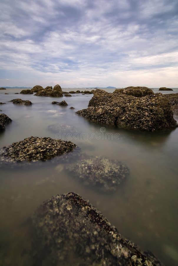 在日落期间的海景 免版税库存照片