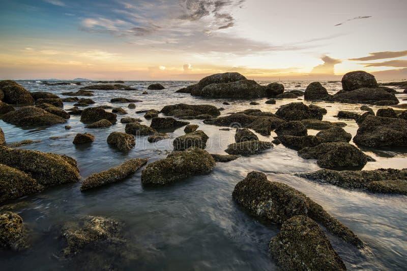 在日落期间的海景 免版税库存图片