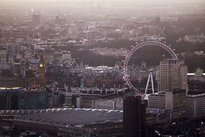 在日落的伦敦吸引力 图库摄影