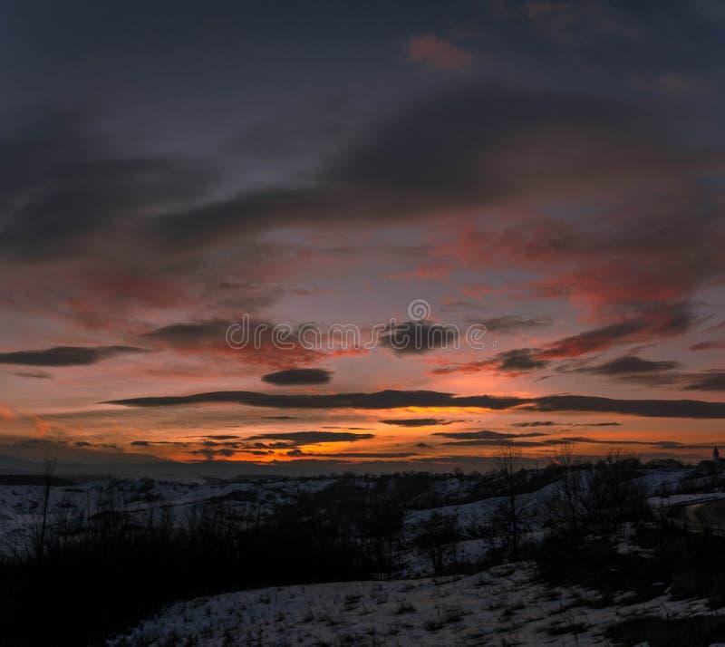 在日落的冻谷 免版税库存照片