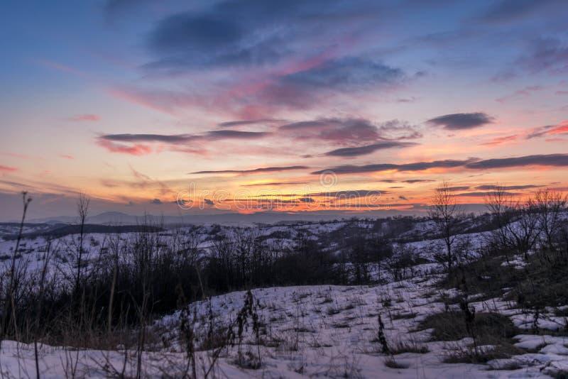 在日落的冻谷 免版税图库摄影