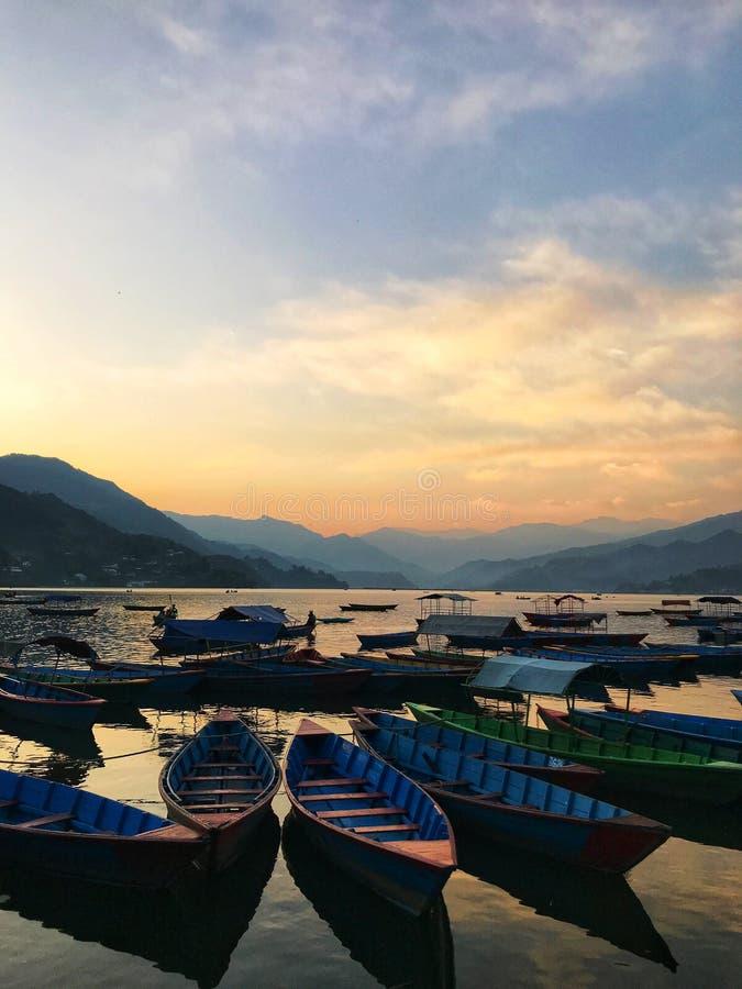 在日落的划船 库存图片