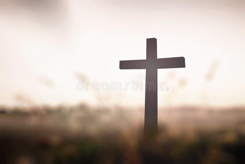 在日落的十字架 免版税图库摄影