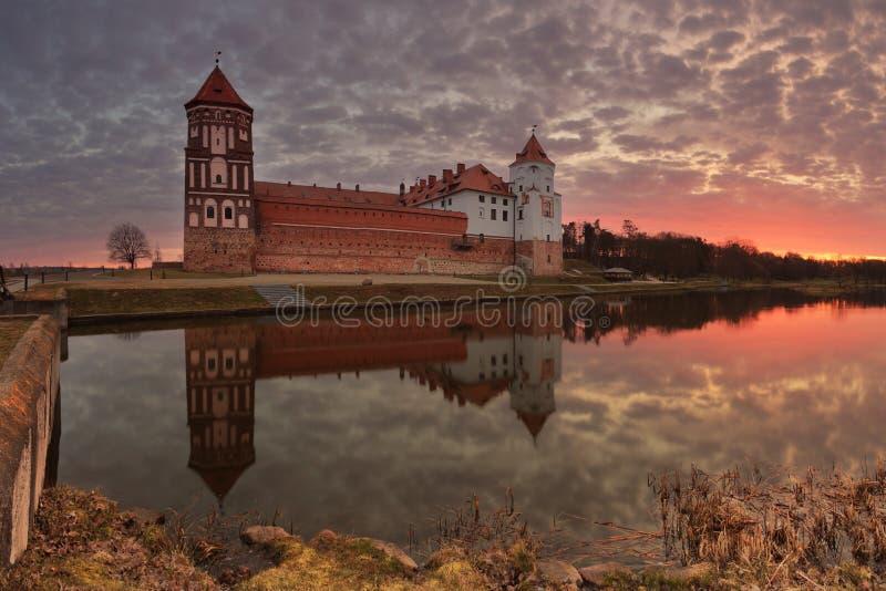 在日落的古老城堡 图库摄影