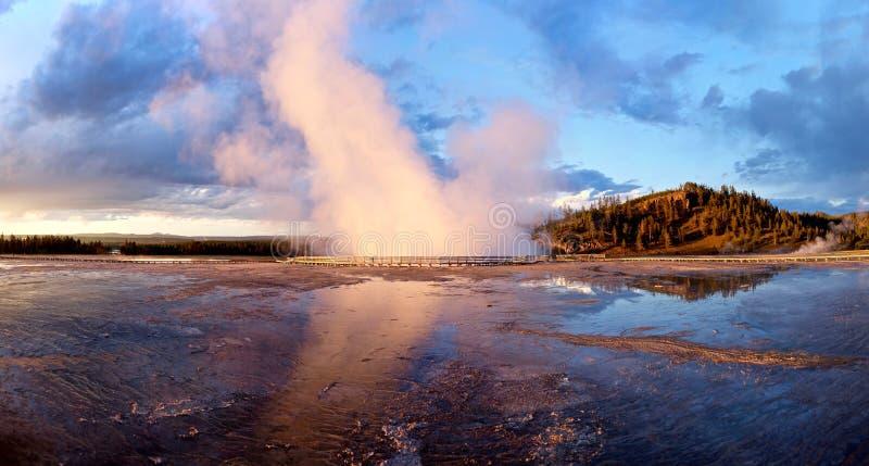 在日落的喷泉 库存图片