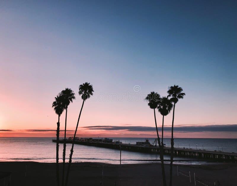 在日落的圣克鲁斯海滩 免版税库存照片