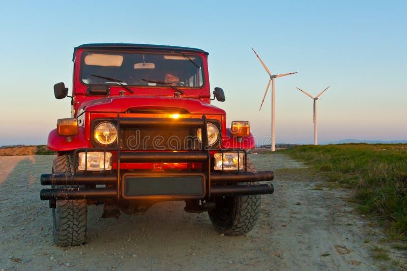 在日落的地形汽车 库存照片