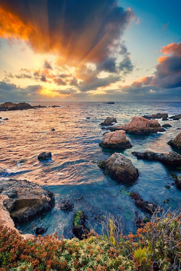 在日落的大Sur太平洋海岸 免版税图库摄影