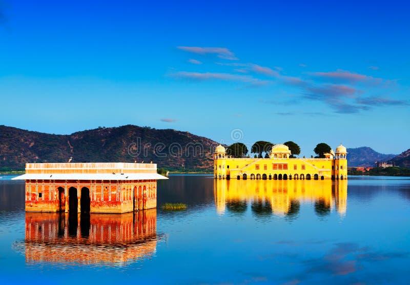 在日落的宫殿Jal玛哈尔。斋浦尔,拉贾斯坦,印度 图库摄影