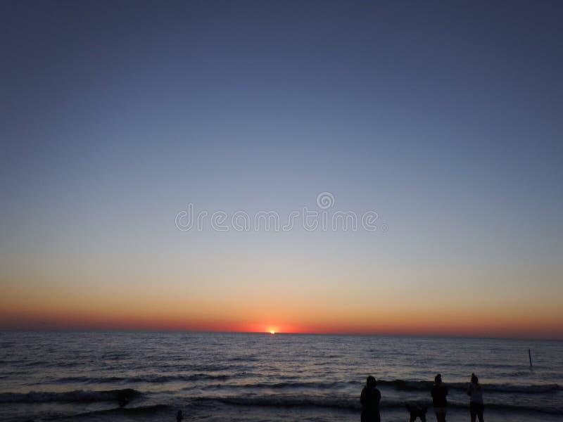 在日落的密执安湖 免版税图库摄影