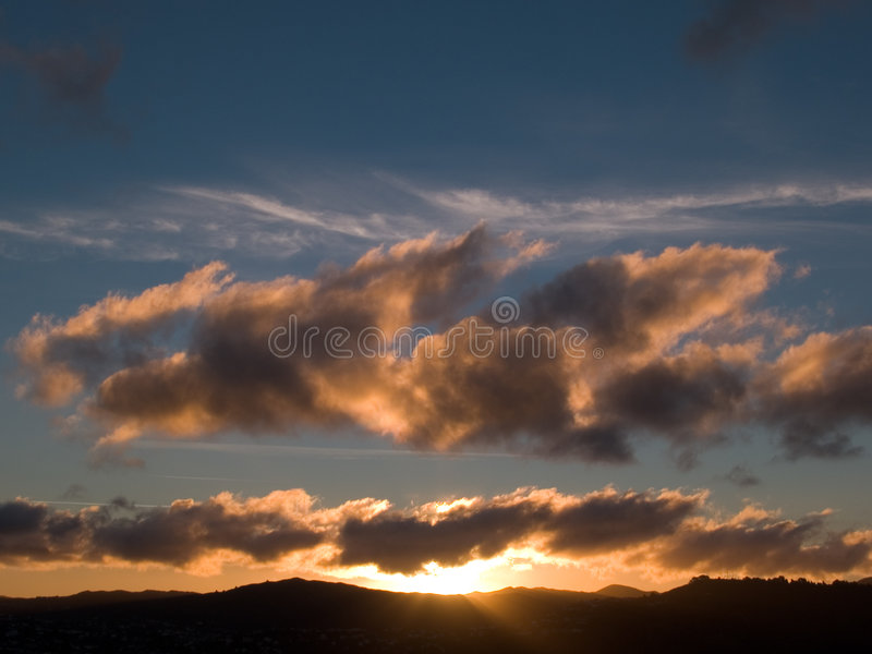 在日落的小山 库存照片