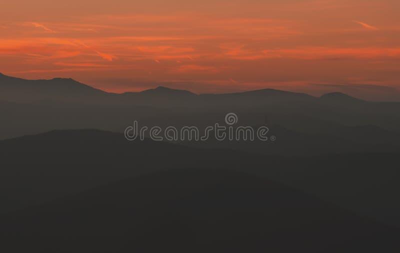 在日落的山 免版税图库摄影