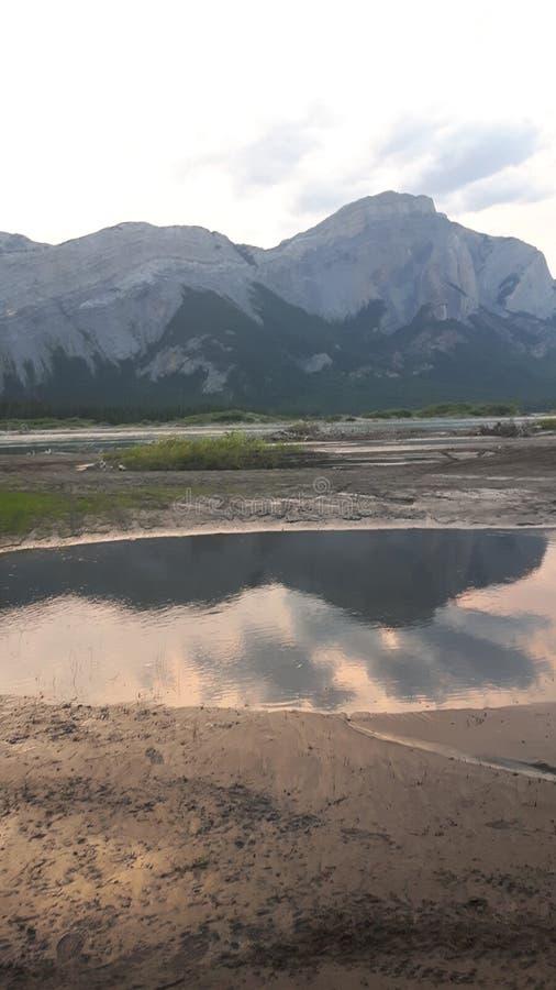 在日落的山 库存图片