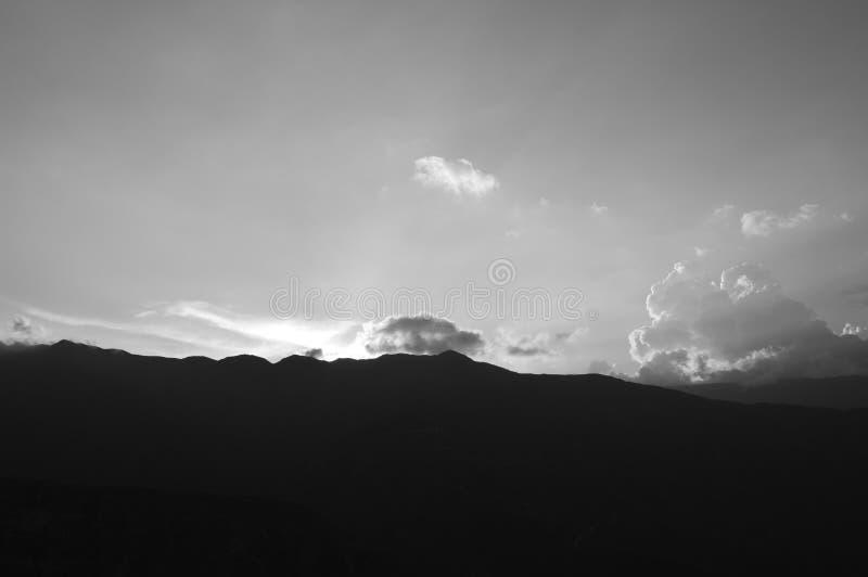 在日落的山 免版税库存照片