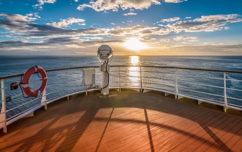 在日落的巡航 免版税库存照片
