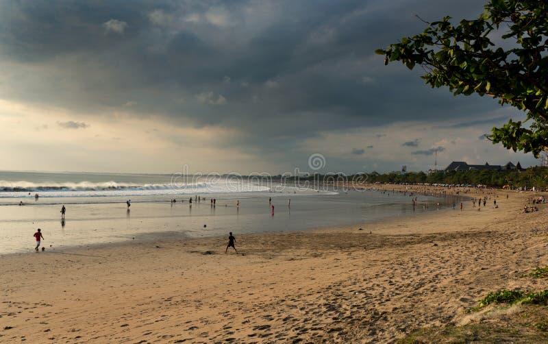 在日落的库塔海滩 免版税库存照片