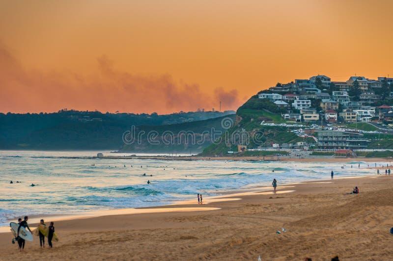 在日落的新堡海滩澳大利亚 新堡是澳大利亚` s其次最旧的城市 图库摄影