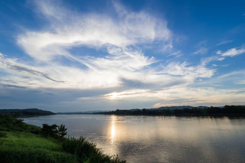在日落的河视图 库存照片