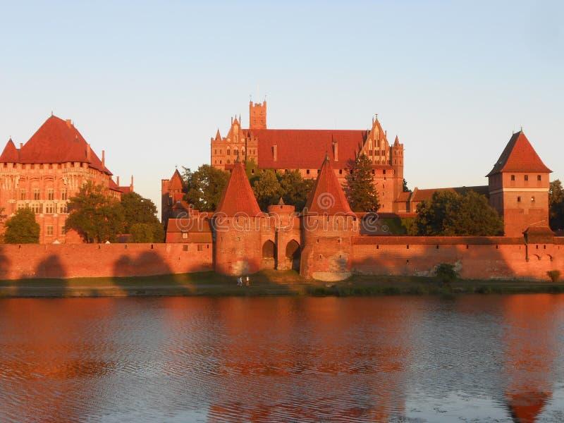在日落的波兰马尔堡城堡 免版税库存照片