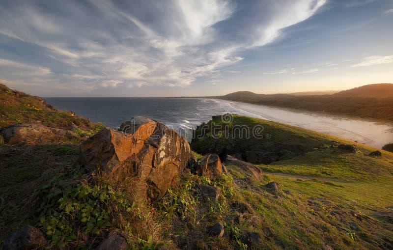 在日落的海滩场面 免版税库存照片