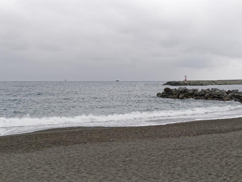 在日落的海滩,热那亚, (赫诺瓦), Pegli 库存图片