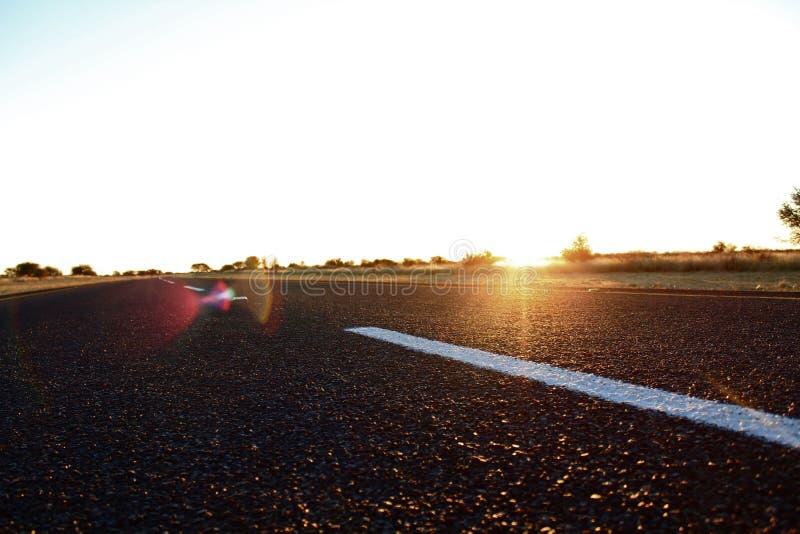 在日落的涂焦油路 图库摄影