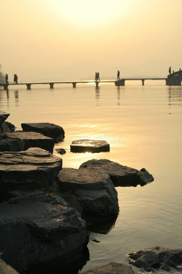 在日落的湖 免版税图库摄影