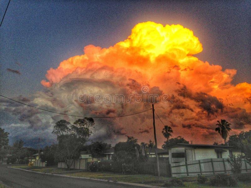 在日落的火热的风暴 库存图片