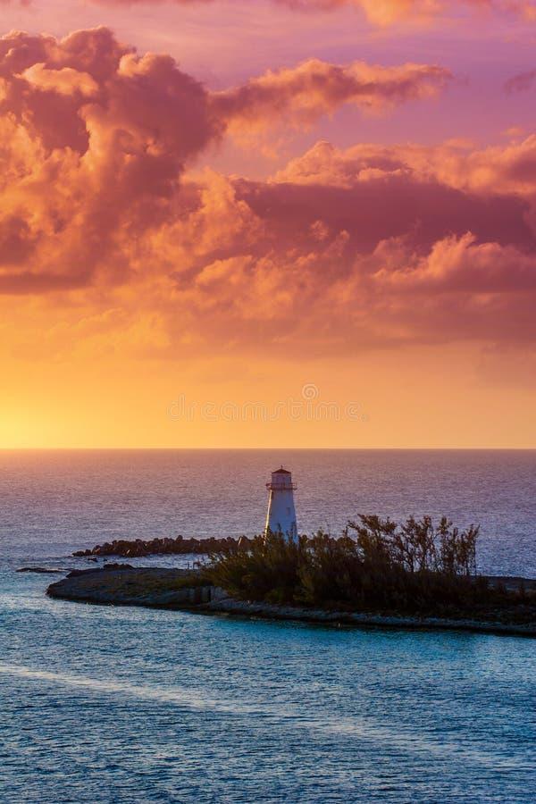 在日落的灯塔在天堂海岛 库存图片