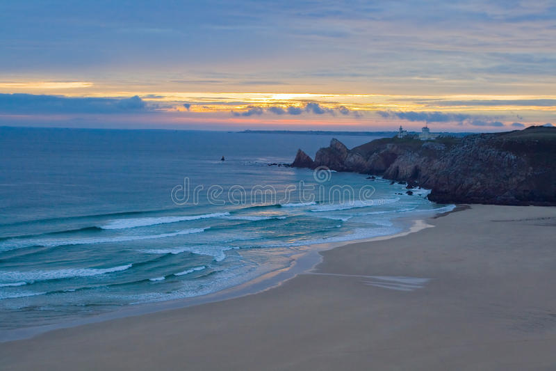 在日落的狂放的海滩,法国 免版税库存图片