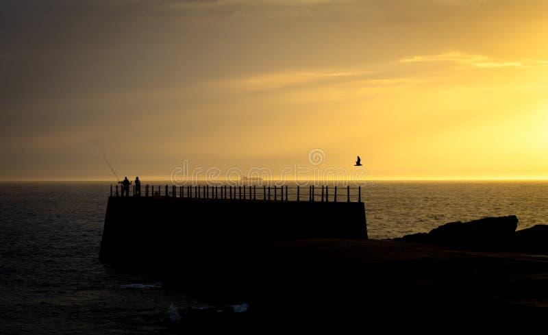 在日落的现出轮廓的码头 免版税图库摄影