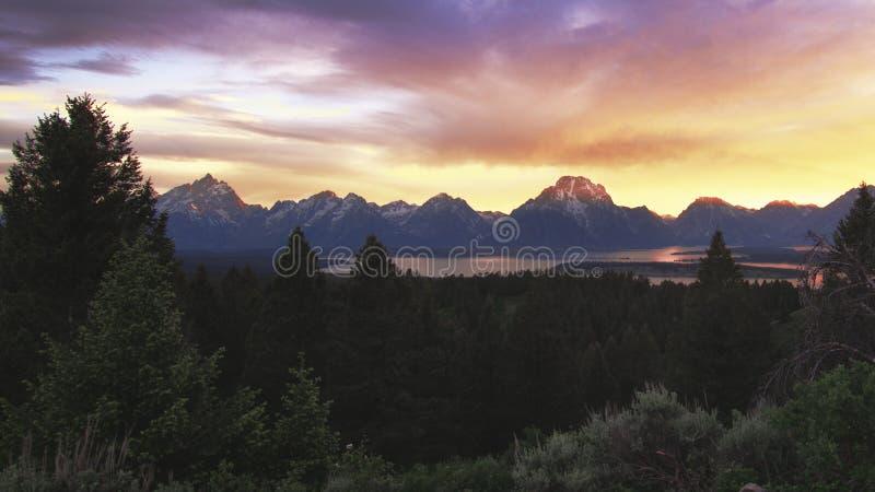 在日落的盛大Tetons山 免版税库存图片