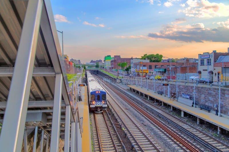 在日落的纽约火车 免版税图库摄影