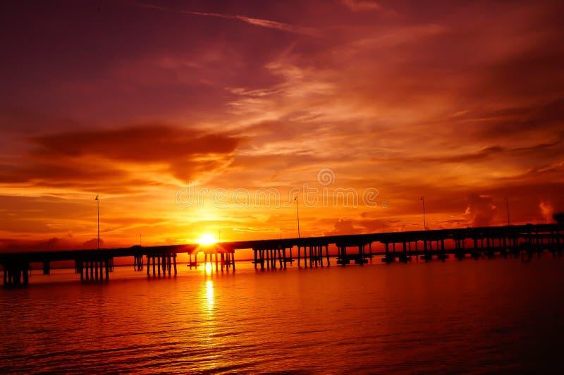 在日落的蓬塔戈尔尔达桥梁 免版税库存图片