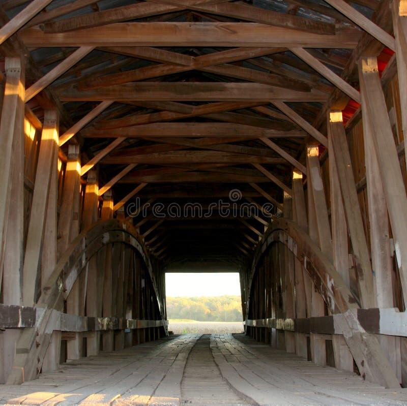 在日落的被遮盖的桥 库存图片