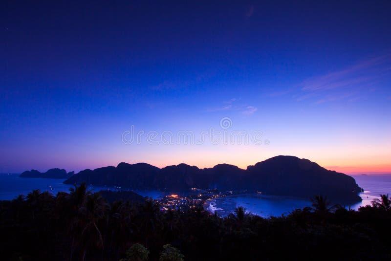 在日落的观点在发埃发埃海岛,泰国 免版税库存图片