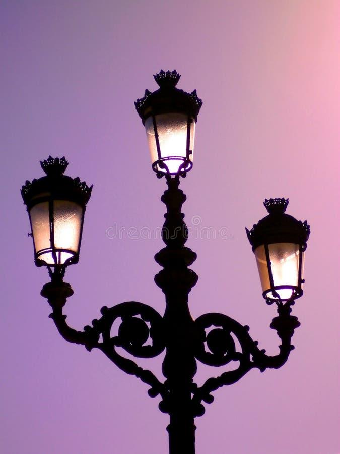 在日落的路灯柱在卡迪士 安大路西亚 西班牙 图库摄影