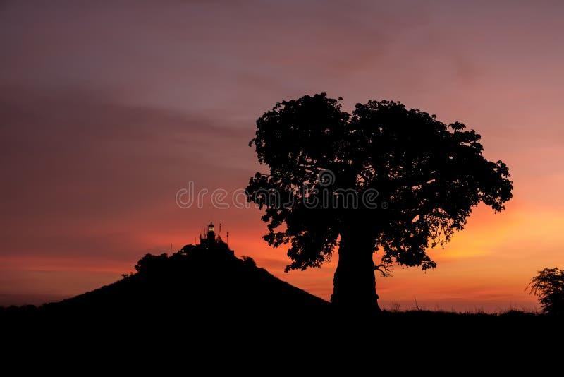 在日落的达喀尔灯塔 库存图片