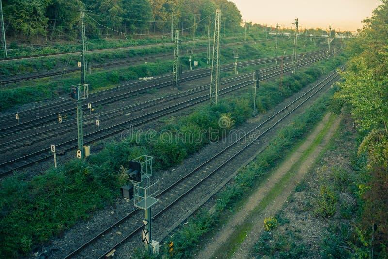在日落的铁路线 免版税库存照片